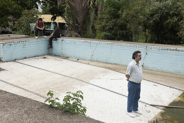 Pablo Escobar stands in an empty pool in the show Narcos. Learn Spanish by binge-watching Narcos.